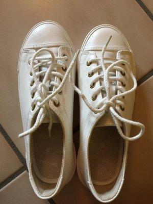 Weiße Sneaker von Bershka