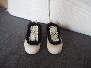 Weiße Sneakers mit Perlen