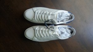 weiße Sneakers von Zara