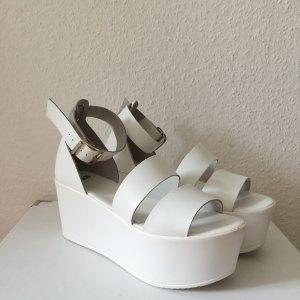 Weiße Sommer-Sandalen