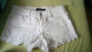 Weiße Sommerhotpants