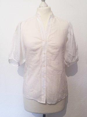 Weisse sommerliche Bluse mit Puffärmeln