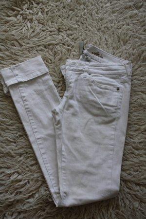 Weiße sommerliche Jeans