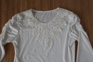 Weiße Spitzenbluse mit  Perlen