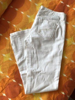 Weiße tiefsitzende Jeans mit leichtem Schlag