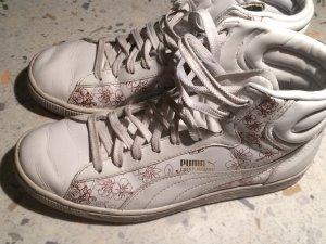 weiße Turnschuhe von Puma