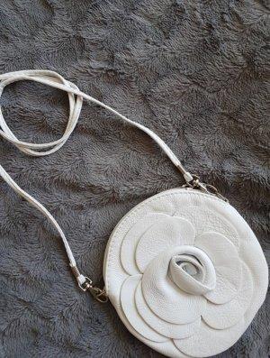 Weiße Umhängetasche aus Leder in Rosenform