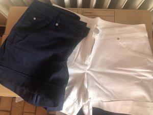 weiße und dunkelblaue Stoff-shorts