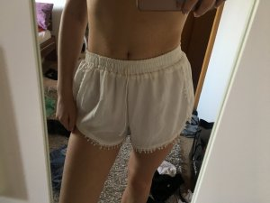 Weisse weite high waisted shorts