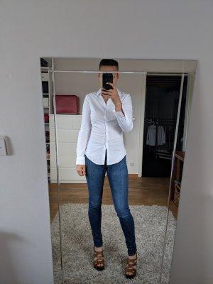 Weiße Zara Bluse mit blauen Nadelstreifen