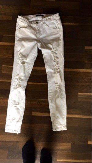 Weiße Zara Hose mit Löchern