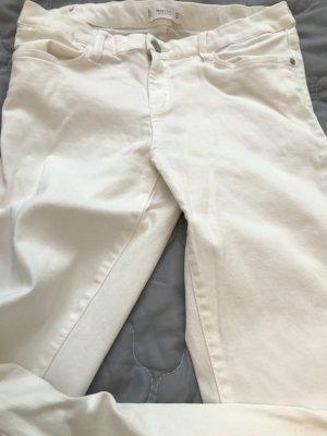 Weiße ziemlich blickdichte Hose