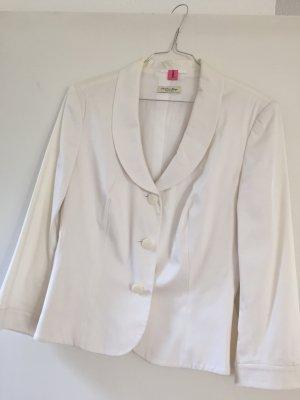 Weißer Anzug mit schmaler Hose