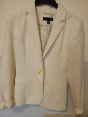 weißer Blazer mit goldenem Knopf