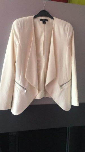 Weißer Blazer mit Ledertaschen
