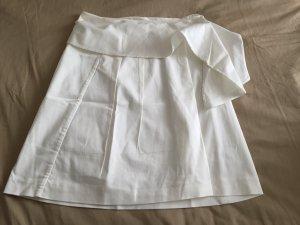 Weißer Faltenrock mit Detail