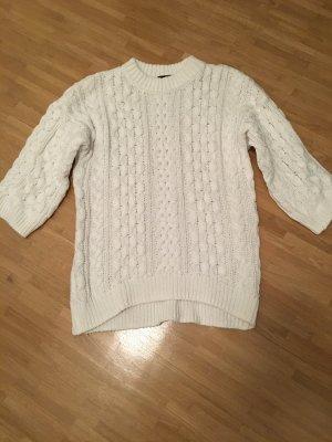 Weißer grobgestrickter Pullover