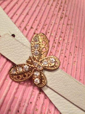 Weißer Gürtel mit goldenem Schmetterling