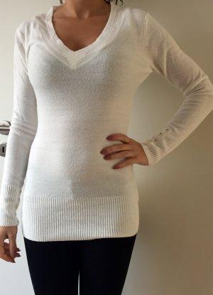 Weißer kuscheliger Pullover