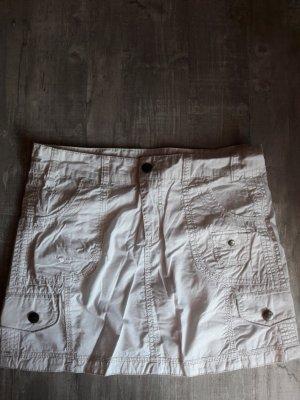 Weißer Minirock mit Taschen