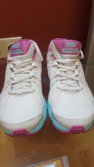 Weißer Nike Sneaker mit rosa-türkiser Sohle