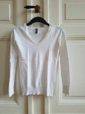 weißer Pullover