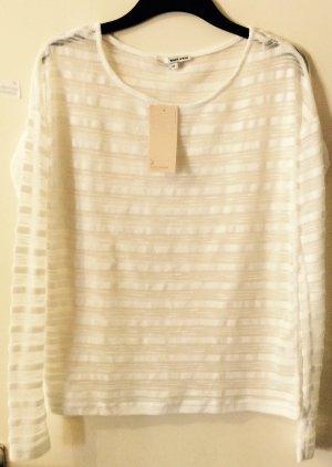 Weißer Pullover, durchsichtig