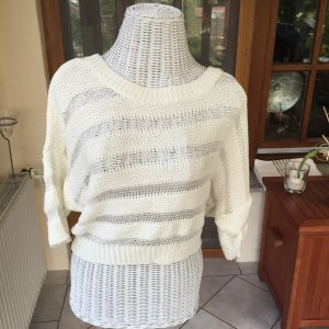 Weißer Pullover gestreift durchsichtig