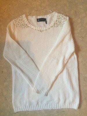 Weißer Pullover mit Perlen