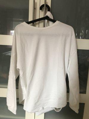 Weißer Pullover mit Schnüren