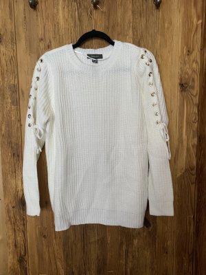 weißer Pullover mit Schnürung