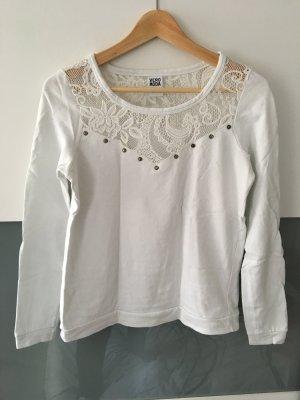 Weißer Pullover mit Spitze und Nieten