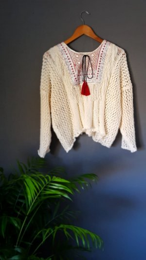 weißer Pullover mit Stickdetails