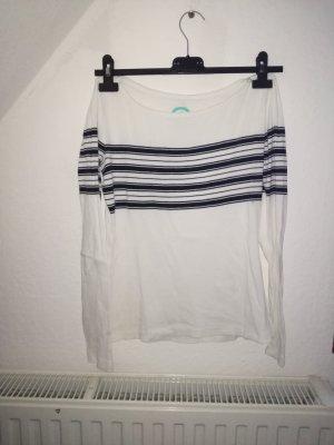 weißer Pullover mit Streifen