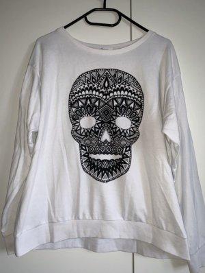 Weißer Pullover mit Totenkopf Motiv von H&M