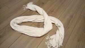 weißer Schal mit Frasen