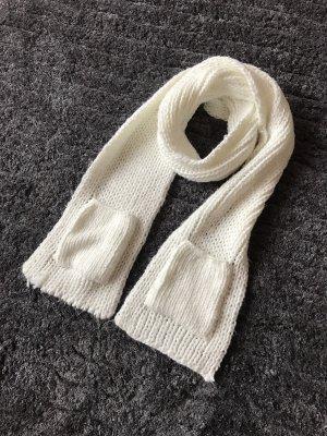 Weißer Schal mit Taschen