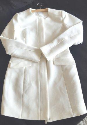 Weißer schlichter Mantel