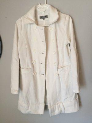 Weißer schöner Mantel