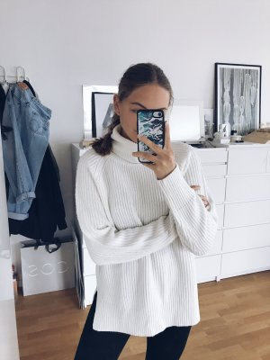 Weißer Strickpullover Rollkragen