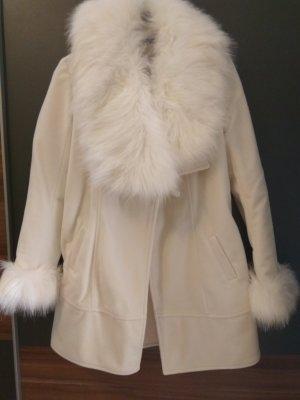 Weißer Wintermantel