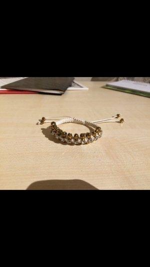 Weißes Armband mit Perlen