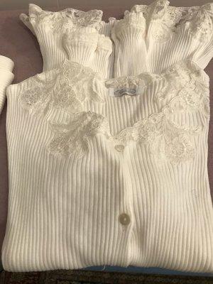 weißes Baumwoll-Pyjama mit feinster Spitze von Rositta Salzburg