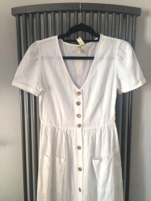 Weißes Baumwollkleid mit Knöpfen