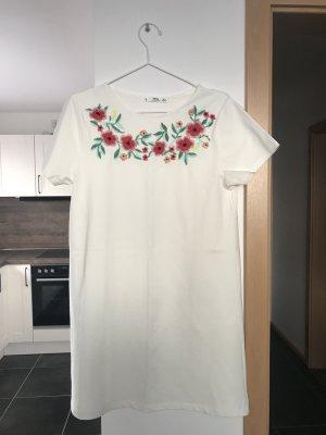 Weißes Blumenbesticktes Kleid