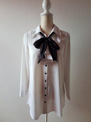 Weißes Blusenkleid mit schwarzer Schleife; Gr. S/36