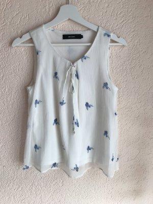 Weißes Blusentop mit blauen Blumen