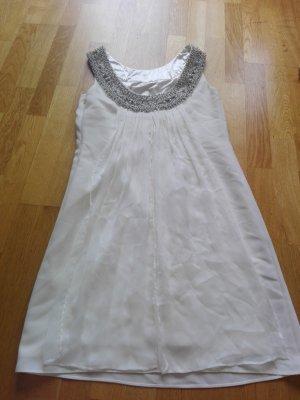 weißes Cocktailkleid für Sommerparties bei schönen Sommernächten