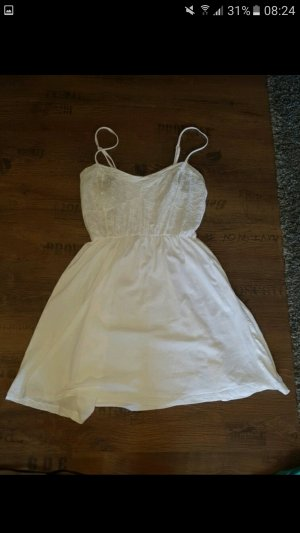 Weißes dünnes Sommerkleid