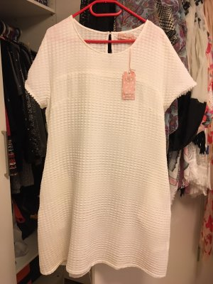 Weißes Etui-Kleid